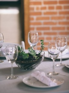 Second-hand wedding plates and glassware